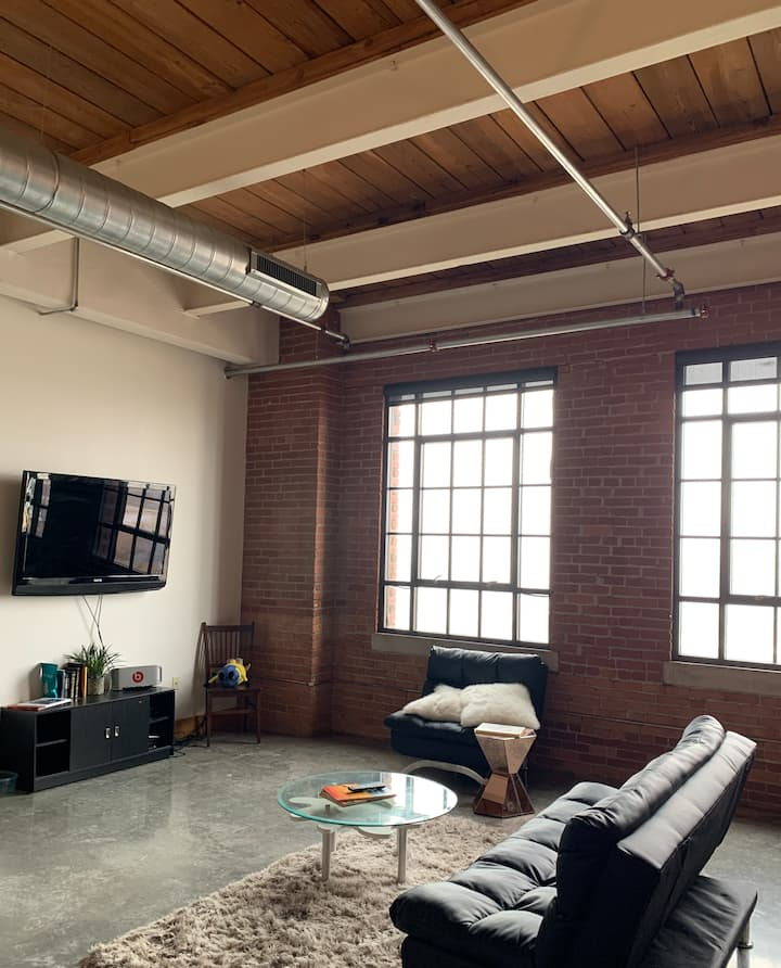 Downtown 2 bedroom condo in the heart of KC
