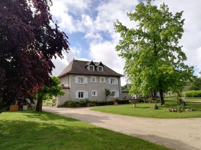 Le Mas de Crozail - Guest  House