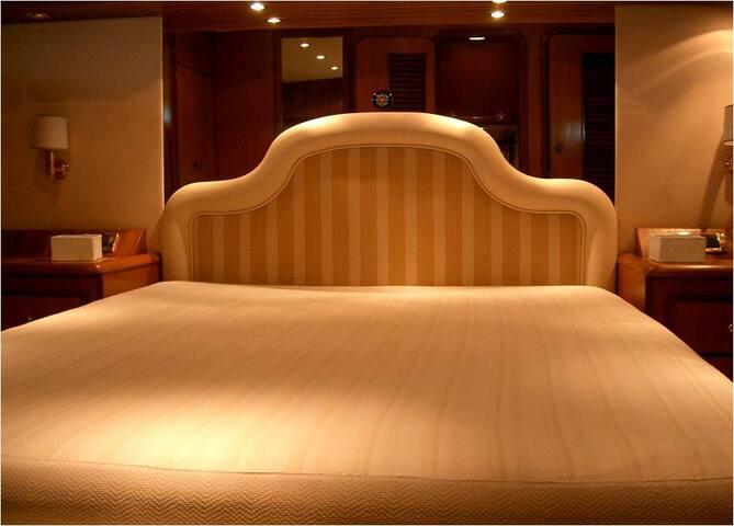 Master room on docked yacht - center of Portoheli
