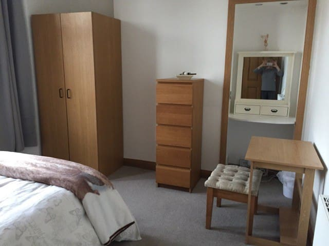 Double Room - Self Serve Breakfast- Great Location