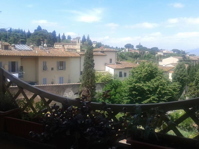 DOUBLE ROOM ON THE HILLS OF FLORENCE