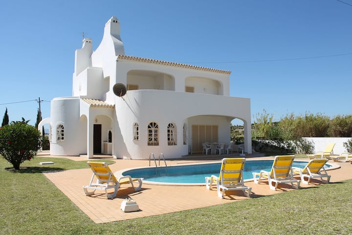Beautiful Villa in Albufeira with Private Swimming Pool