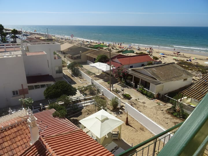 Praya Room!Pure Faro Beach Feeling,steps from Sea!