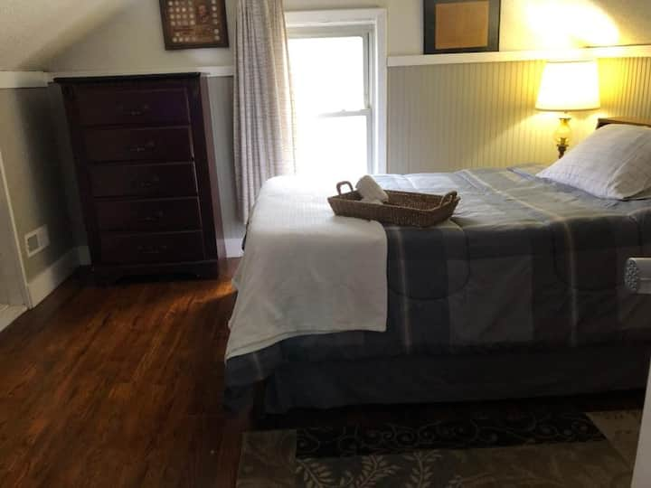 CnS Living - Colonial room in Lost Creek