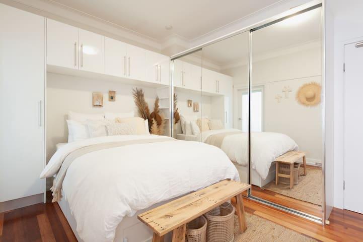Bondi Beach Studio Right Across From Beach