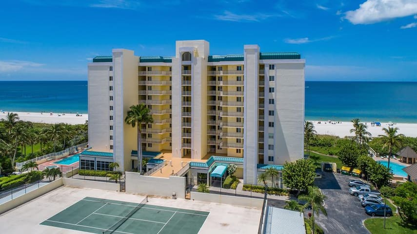 WOW...fabalous Gulf views of the beach and sunset!  Nice updated unit with casual decor