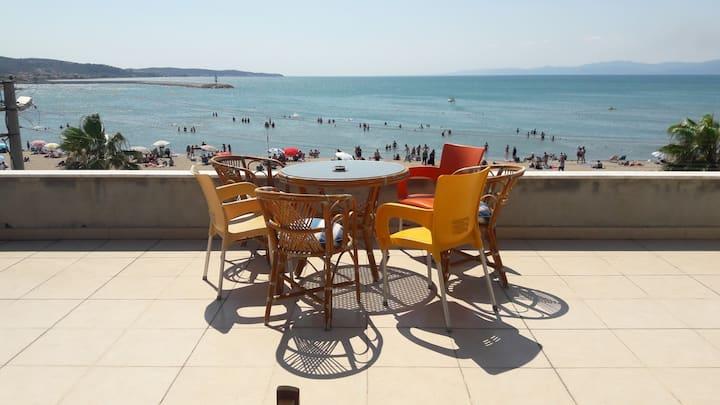 Luxurious penthouse at seashore