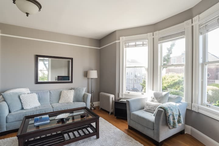 Charming Jr 1 Bedroom Cow Hollow Marina.