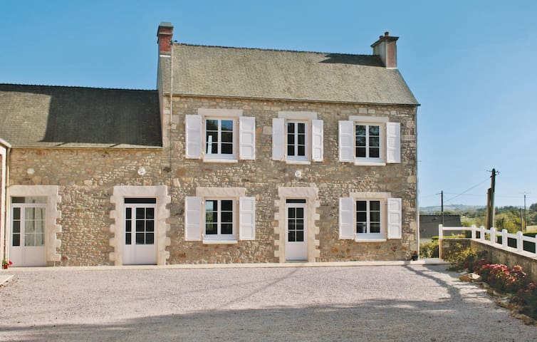 Holiday cottage with 3 bedrooms on 91 m² in Crasville