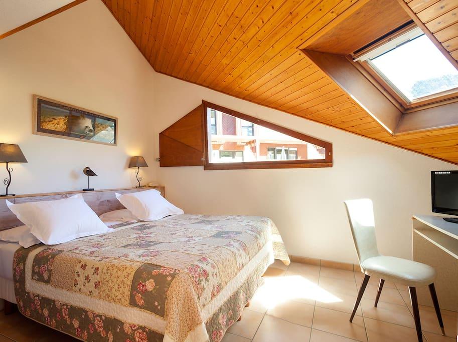 chambre avec 1 lit de 180