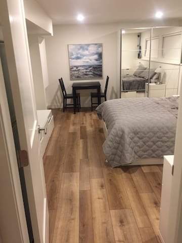 Newly renovated studio suite down town Kelowna!