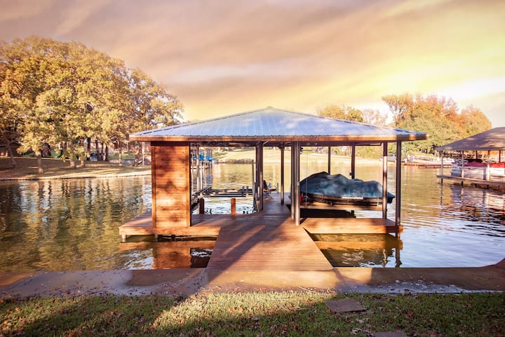 Staycation-Lakefront- WiFi-Kayaks/Paddle boards