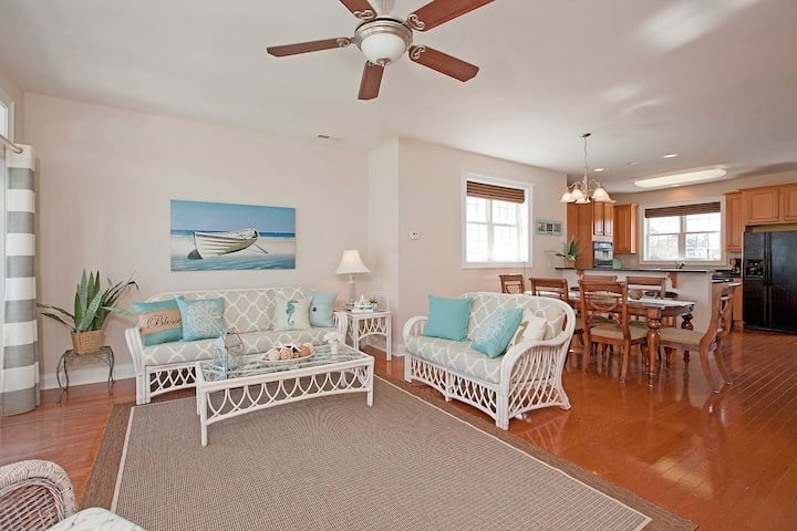 Carson-Make memories sitting by the pool in this gorgeous well appointed duplex