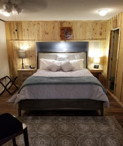 Red Barn Haven-Your romantic getaway to Yosemite