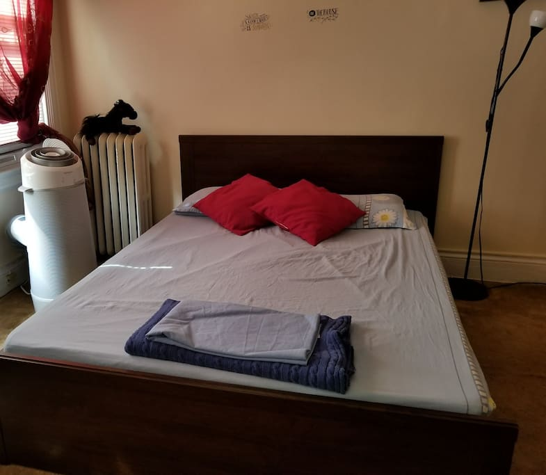 Cozy condo + well-equipped kitchen and bath + provide towels and sheets