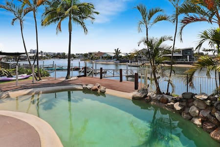 Mooloolaba, 4 Bedrm, Canal Home, Heated Pool, BBQ