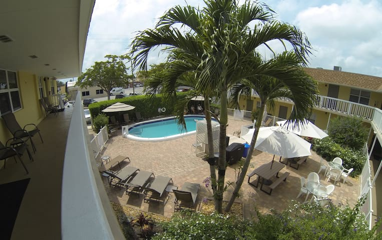 10 MINUTES BEACH CONDO ON A QUIET STREET - Pompano Beach - Condominium