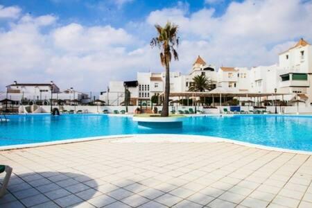 Casa en residencial con piscina a pie de playa