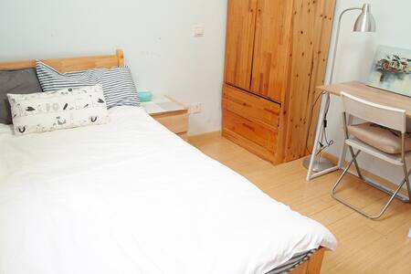 Nice room 温馨舒适独立房间,交通便利 小吃很多 - Apartment