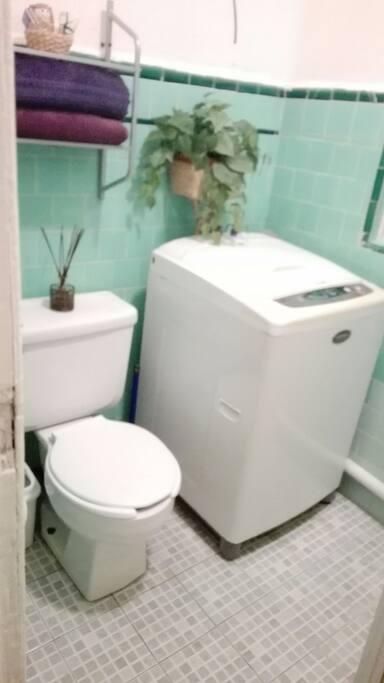 Baño compartido con servicio de lavadora