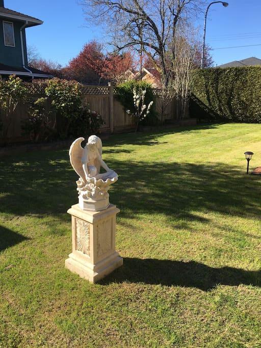 后花园之天使雕塑