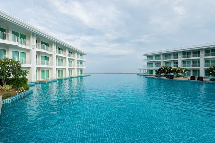 BEACHFRONT 1BR facing Pool/beach of Cha-AM/HUA HIN