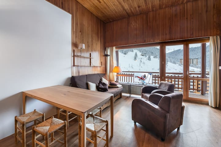 RE012S: Functional and bright studio with beautiful view