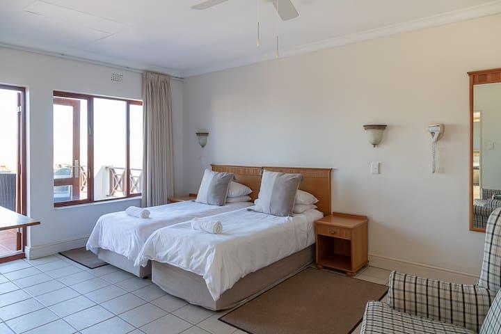 Castleton Comfort Apartment - 2 Sleeper