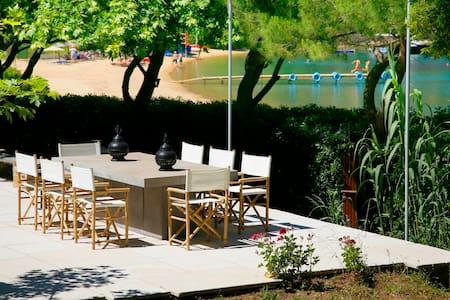 beachfront villa, Thea