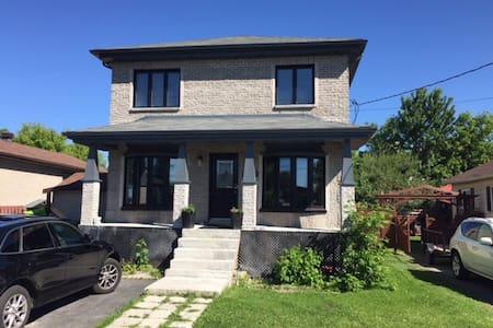 Maison House Montréal with car - Brossard