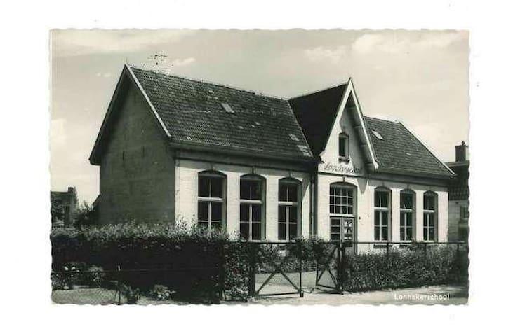 Voormalige dorpsschool gebouwd in 1843