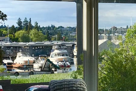 *VIEW HOME* Minutes from UW & Capitol Hill