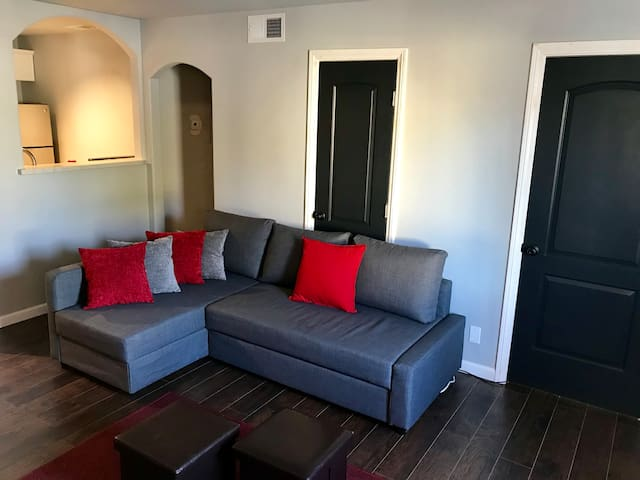 GREAT  2-bedroom Apartment Close to Strip!