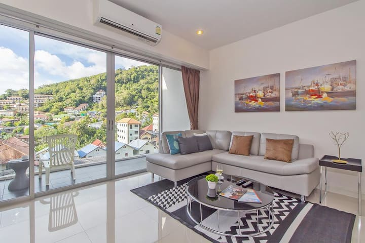 Beautiful 2 Bed Apt in the heart of Karon Beach