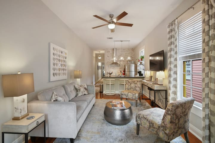 Upscale Living for 6 in the Heart of NOLA - Location!!