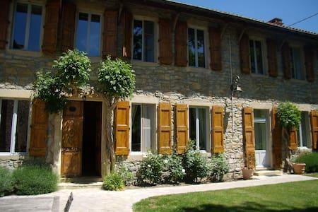 """Chambres d'Hôtes """"Les Tilleuls"""" - Millau - Guesthouse"""