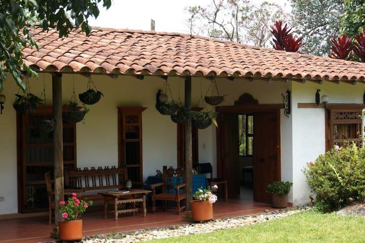 Habitación Blanca Estancias El Silencio - Rionegro - Apartment
