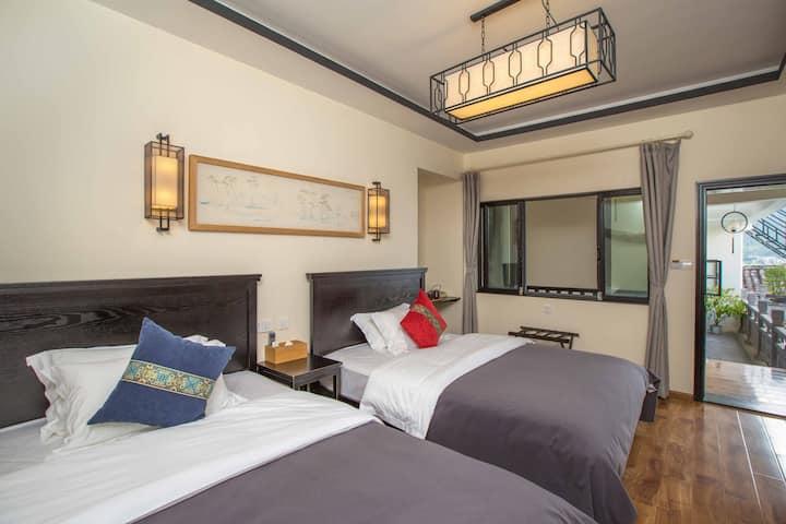 203和-舒适大双床|毗邻百年菜街|近野鸭湖|核心街区最高处闹中取静|和顺古镇庭院