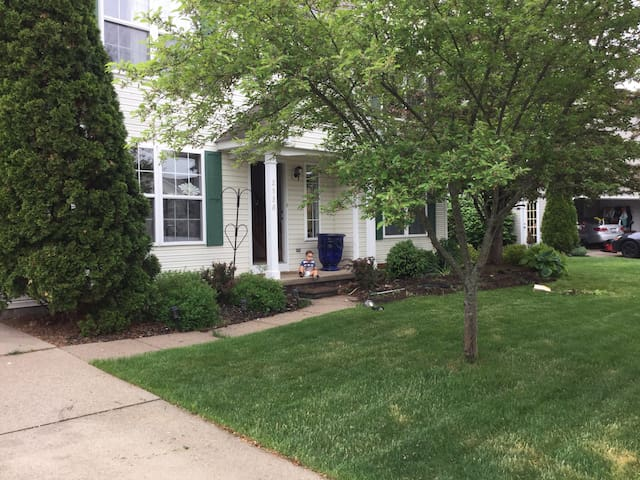 4 bedroom,30min from RNC. Copley,OH