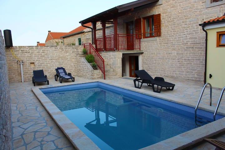 Holiday stone house Ana with pool, Pridraga