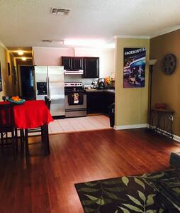 Cozy 2 Bd House 5 Blocks From Beach - Townhouse