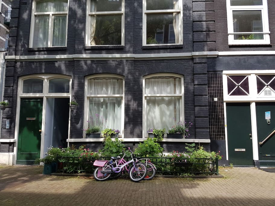 traditional Amsterdam style house