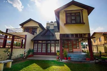 Sunrise Guest House 1 Master Suite - Shillong - Bed & Breakfast