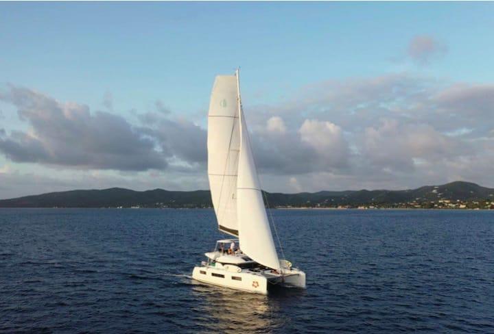 Sail around the US Virgin Islands