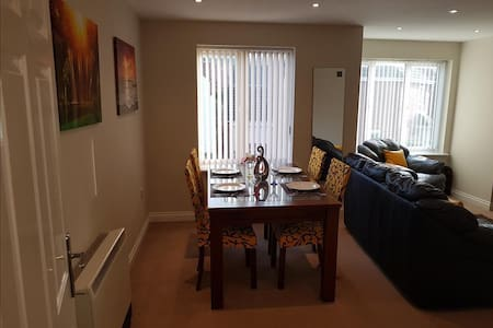 Donington 5 Two Bed Two Bath Serviced Apartment - Castle Donington - Pis