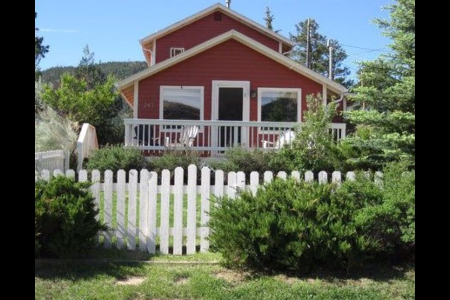 Charming Hilltop Cottage- Near Downtown WIFI