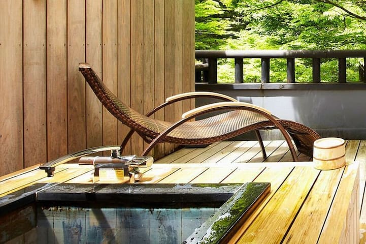 Luxury Ryokan/2-person rooms/Open-air bath on 1F/Great Garden View 【With meal】高級旅館 個室2名 檜露天風呂1F 庭園ビュー【朝食・夕食付】 고급 여관 개인 실