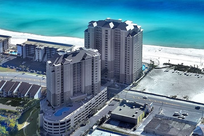 Beachfront, 3 BR+Bunk-Luxury Condo