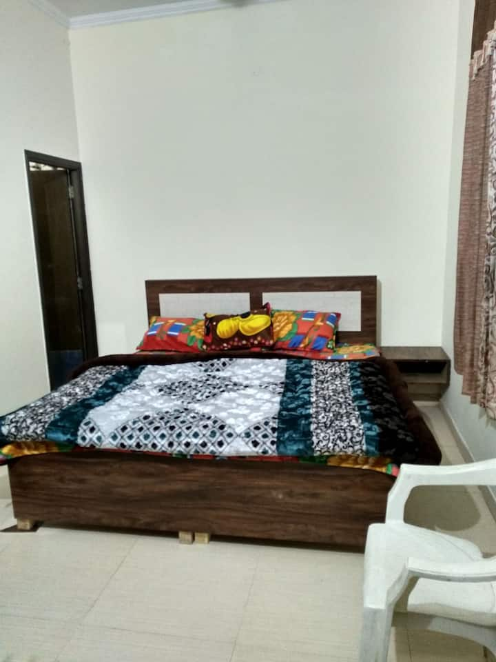Private room in apartment ( solo or family stay)