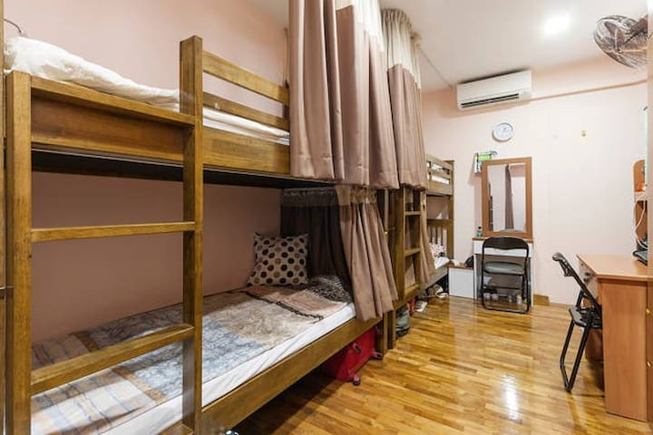 Divas bed/share room at City centre-Female only